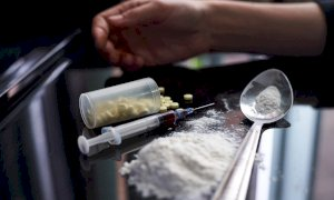 L'amico finì in overdose dopo un droga party, in tre accusati di omissione di soccorso