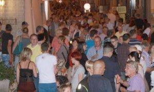 Borgo San Dalmazzo, centro storico pedonale e negozi aperti nelle serate di venerdì 16 e 23 luglio