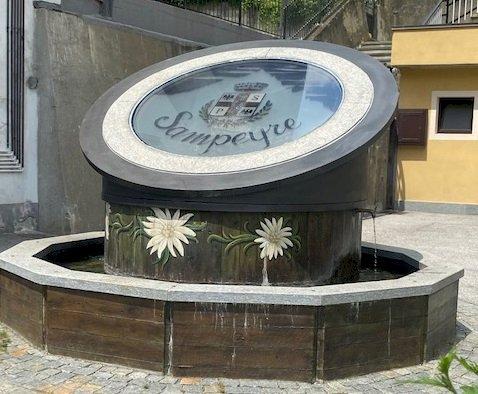 Sampeyre, completato il restyling della fontana di piazza della Vittoria