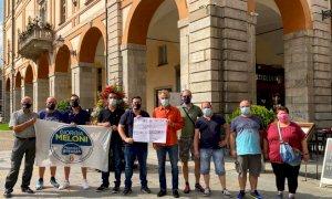 Fratelli d'Italia protesta contro il nuovo regolamento sui banchetti politici: