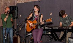 L'artista saluzzese Ilaria Lorefice aprirà il concerto di Simone Cristicchi a Ostana