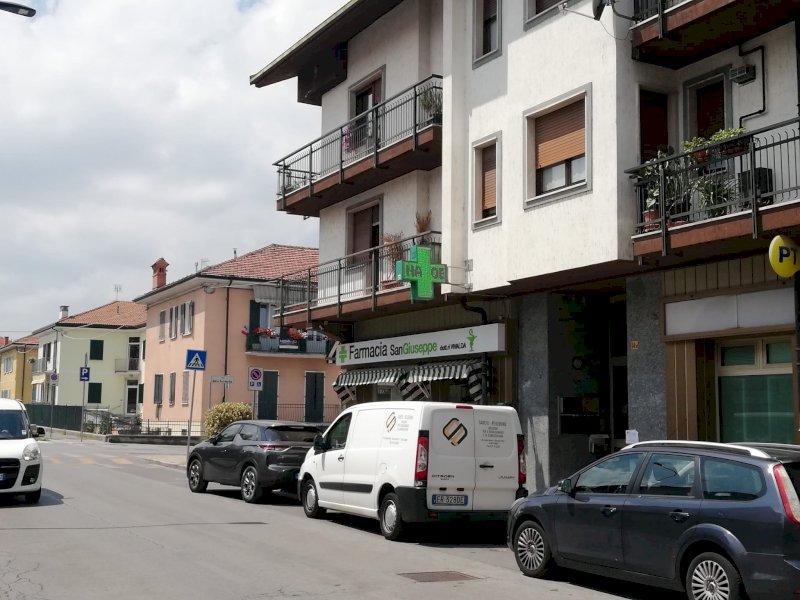 Cuneo, è caccia al rapinatore solitario: ha svaligiato due farmacie armato di coltello