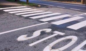 Busca ritraccia le linee di stop e strisce pedonali con i soldi delle multe