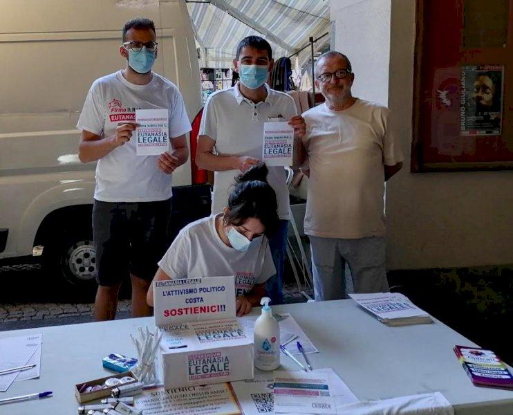 Il sindaco leghista di Fossano firma il referendum per l'eutanasia legale