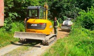 Il Comune di Busca asfalta oltre un chilometro di strada per raggiungere Borgata Gregory a Valmala