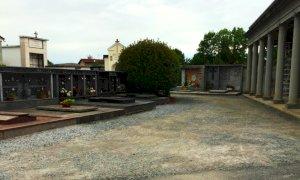 Busca, si sistemano vialetti e camminamenti dei cimiteri con una stesa di bitume