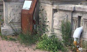 Stazione di Cuneo, in condizioni di degrado il memoriale dei cinque partigiani fucilati