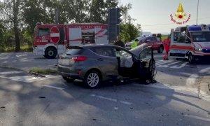 Carrù, incidente all'imbocco dell'autostrada: scontro auto-furgone