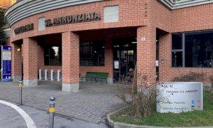 È morto poche ore dopo l'arrivo in ospedale l'uomo che ieri era finito con l'auto contro un muro a Savigliano