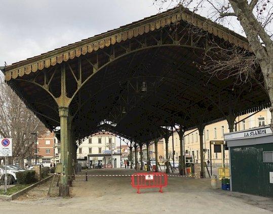 Bra, si asfalta il mercato coperto di piazza Giolitti