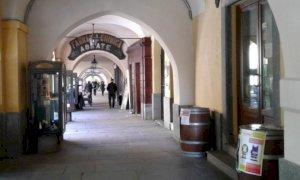 Il sindaco di Fossano vieta l'acquisto e il consumo di bevande in vetro nel centro storico