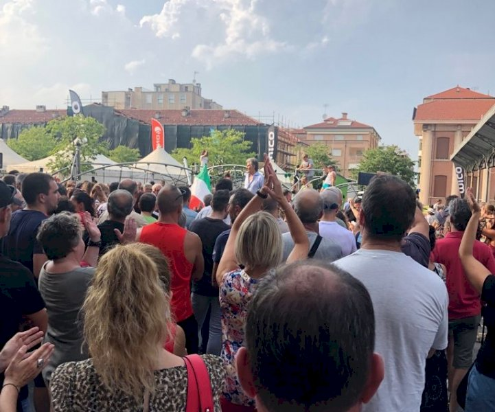 Centinaia di manifestanti a Saluzzo contro il green pass
