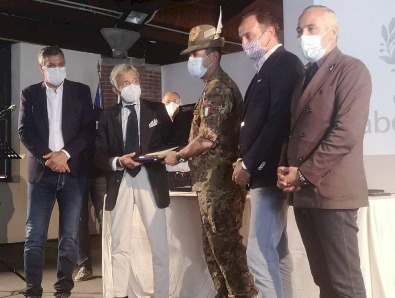 """Il generale Figliuolo in visita nel Cuneese: """"Vaccinatevi, il rischio zero non esiste"""""""