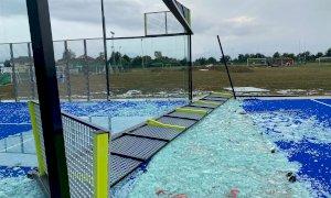 Dopo la tromba d'aria di ieri pesanti danni per i nuovi campi da padel di Madonna dell'Olmo