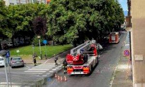 Cuneo, distacco di calcinacci dall'ex Policlinico, intervento dei Vigili del Fuoco