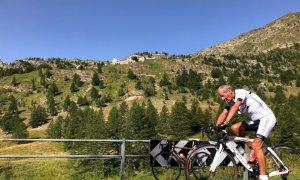 Sant'Anna di Vinadio, a 87 anni conquista in bici il santuario più alto d'Europa