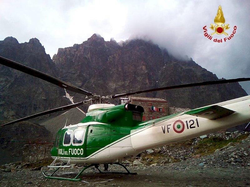 La grandine blocca due escursionisti sul Monviso: salvati dall'elicottero dei vigili del fuoco