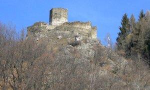 La storia della Tourusela, il castello che da oltre settecento anni veglia su Vernante