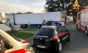 Borgo San Dalmazzo, incidente in rotonda tra un'auto e un camion