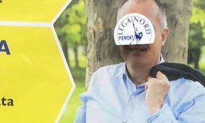 Sui manifesti del candidato sindaco di 'Indipendenti' spuntano gli stampini della Lega Nord