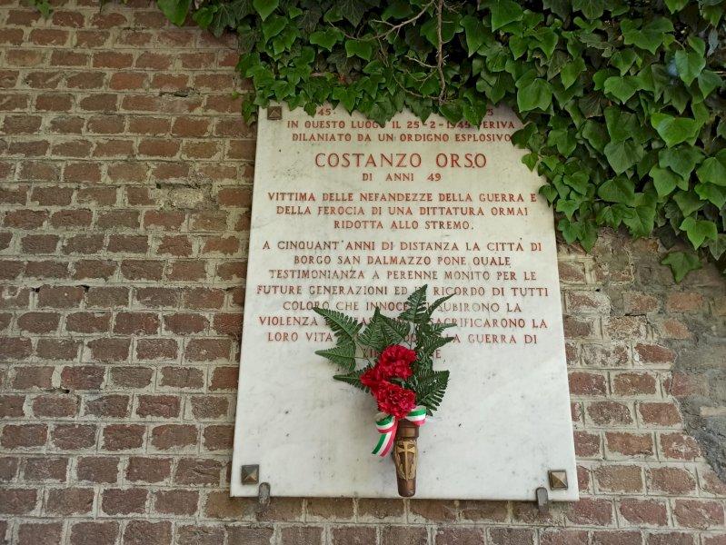 La lapide che ricorda i fatti del 25 febbraio 1945