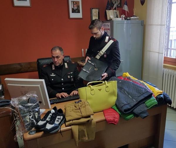 Carabinieri sequestrano abbigliamento di note griffe falso