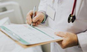 """Vaccini, il vademecum per i medici: """"Allattamento e malattie autoimmuni non sono causa di esenzione"""""""