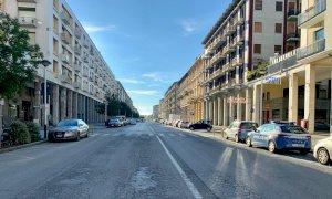 Cuneo, un lenzuolo contro il degrado nella zona della stazione ferroviaria
