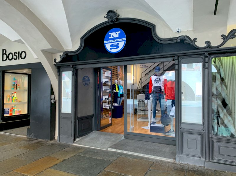 """Cuneo, nel weekend c'è """"Lo Sbarazzo"""": i negozi di abbigliamento fanno fuori tutto"""
