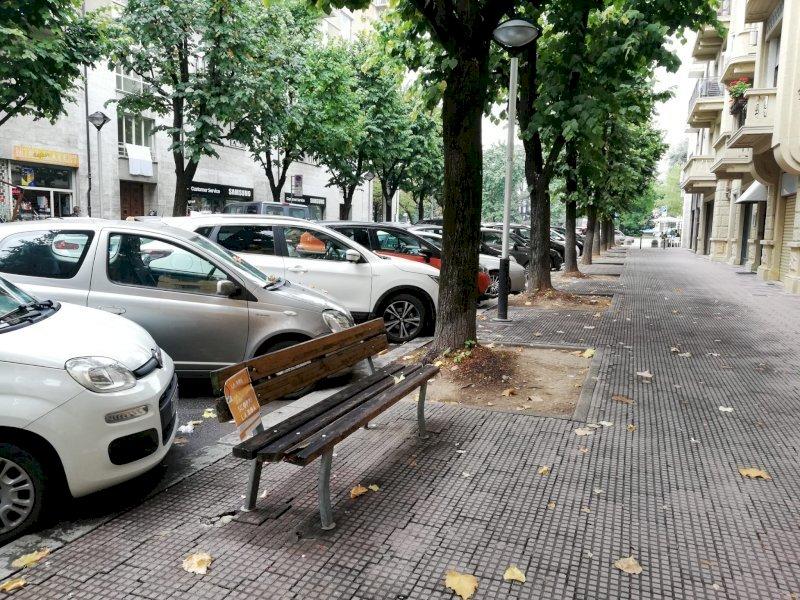 """""""Togliere le panchine in via Silvio Pellico non fornisce sicurezza ai residenti e non affronta il problema"""""""