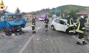 Violento scontro tra auto e furgone a Canale: due feriti gravi