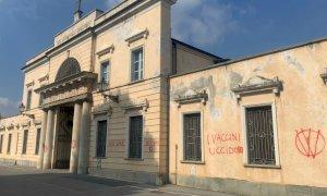 Scritte no vax sui cimiteri di Cuneo, Borgna: