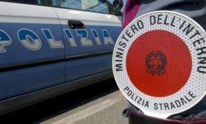 Riempito di botte per i rimproveri a un gruppo di ragazzi: la disavventura di un ispettore della Polstrada