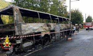 In fiamme un autobus sul Colle di Nava, incolumi passeggeri e autista