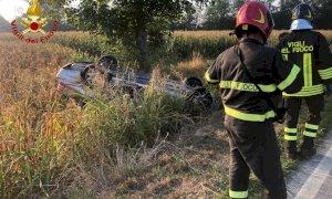 Un'auto ribaltata nel violento scontro a San Lorenzo di Peveragno