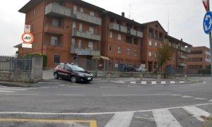 Bra, evade dagli arresti domiciliari per rapinare un corriere: arrestato