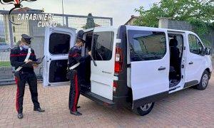 Tentavano di raggiungere la Spagna nascosti in un furgone: arrestati tre passeur e denunciati nove migranti