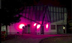 Rifreddo, illuminato di rosa il laboratorio del paesaggio montano