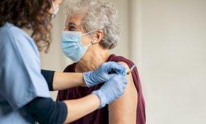 Vaccini anti-Covid, nell'ultima giornata le terze dosi superano le seconde in Piemonte