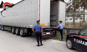 Si erano nascosti su un tir sperando di raggiungere la Francia: sei clandestini fermati a Mondovì