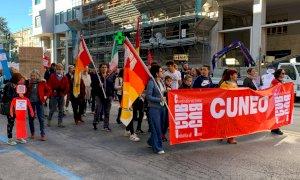 Cuneo, la piazza contro il 'Governo dei padroni' si divide in due: