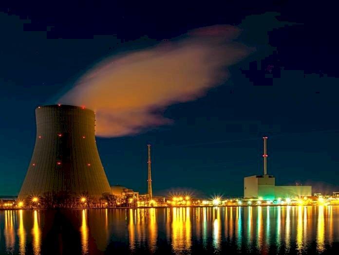 """Nucleare, CasaPound: """"Unica strada per tornare potenza energetica"""""""