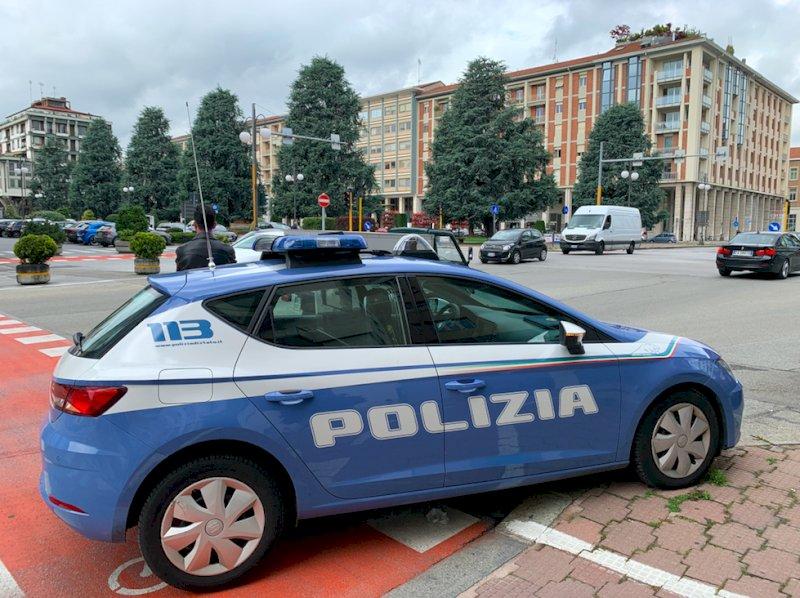 La Polizia denuncia due uomini per traffico di droga: sono un 55enne e un 66enne (entrambi italiani)