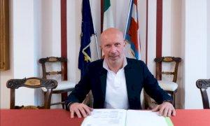 Il presidente dell'Unione Montana Valle Varaita Silvano Dovetta si congratula con i sindaci eletti