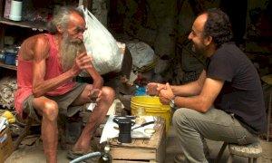 Un film sull'uomo che dal 1978 al 2019 ha vissuto senza corrente e riscaldamento nei boschi di Boves