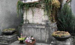 Bra, tombe in scadenza nei cimiteri cittadini: se nessuno rinnova, le salme finiranno nel campo comune