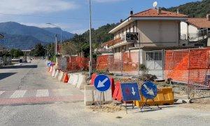 Rifreddo, al via i lavori per la sistemazione dei marciapiedi sul lato sinistro di via Roma