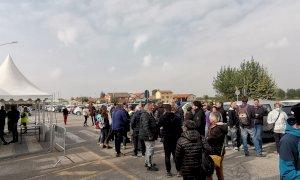 Presidio dei lavoratori contro il green pass alla Michelin di Cuneo