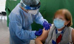 Terze dosi, da domani tocca agli over 60: accesso diretto in 50 centri vaccinali