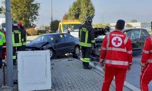 Scontro tra due auto a San Rocco di Bernezzo, sul posto 118 e Vigili del Fuoco